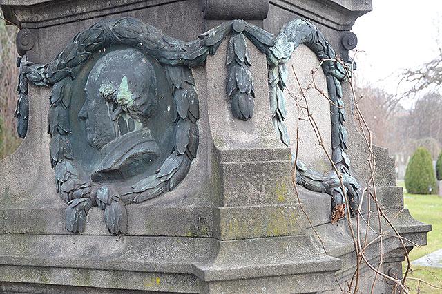 Sten nr 229 – Bennich