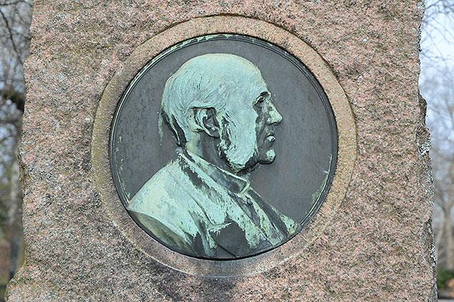 Sten nr 243 – Julius Cesar Günther