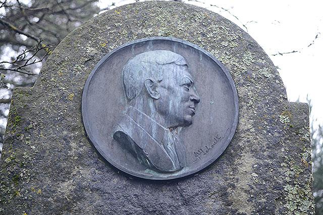 Sten nr 305 – Adolf Bernhard Schoultz