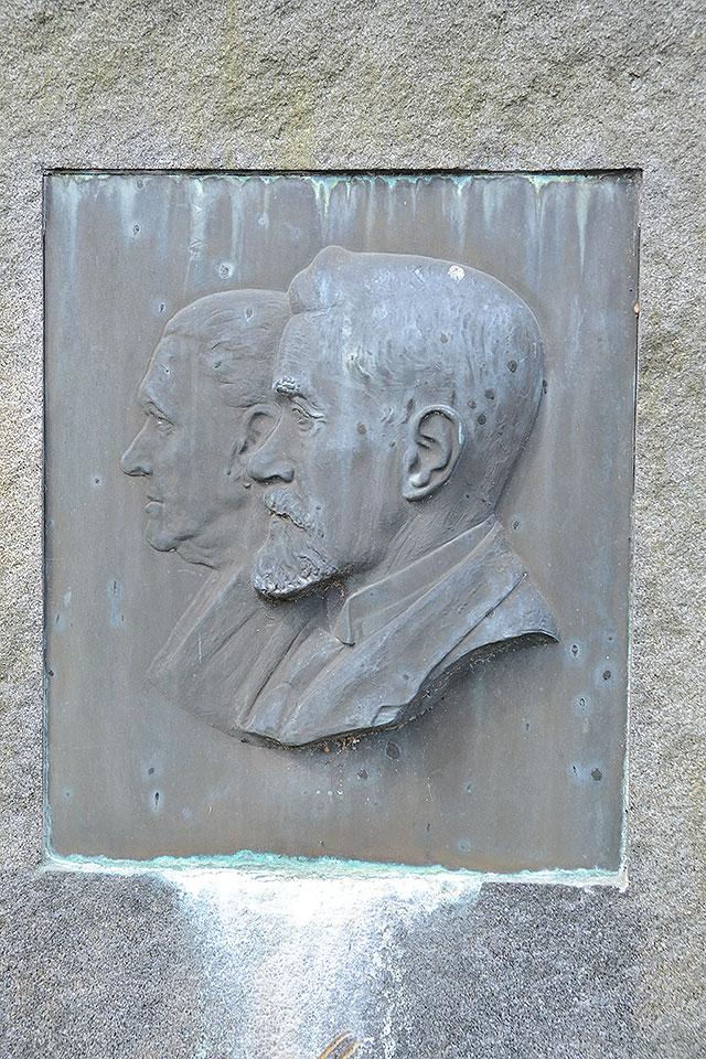 Sten nr 422 – August Linder