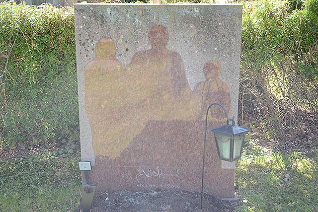 Skuggan på gravstenen