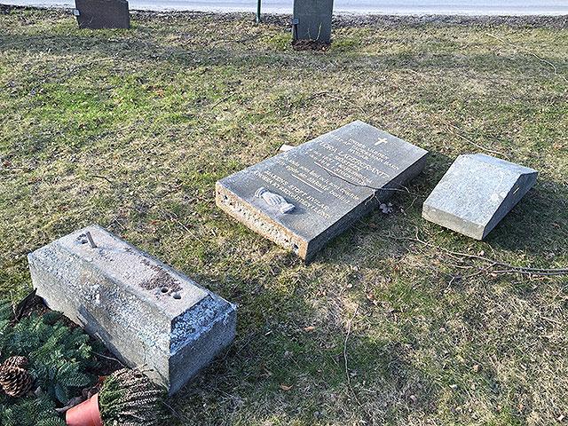 En grav i delar